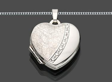 foto medaillon amulett 2 bilder anh nger zum ffnen mit. Black Bedroom Furniture Sets. Home Design Ideas
